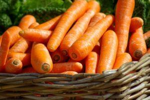 Antioksüdandid ja vitamiinid on omavahel seoses, nagu näiteks A-vitamiin ja kartenoidid porgandis.