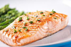 Rasvane kala nagu lõhe pakub rohkelt oomega-3-rasvhappeid ja valke tasakaalus LCHF toitumiseks.