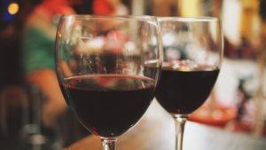 Vein sisaldab melatoniini, kuid alates teisest klaasist hakkavad une kvaliteeti mõjutama alkoholi lagundamise jääkained.