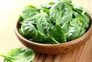 Tumerohelistes köögiviljades nagu näiteks spinatis leiduv foolhape on tähtis toitaine loote arengus.