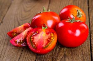 Tomatis leidub melatoniini nii algsel kujul kui ka magneesiumi, mis on vajalik melatoniini sünteesiks.