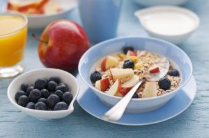 Täisteramüsli koos puuviljade või marjadega annab päevale vajaliku stardi.