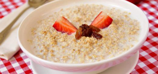 Täisterapuder on tervislik hommikusöök, mis sisaldab vajalikke süsivesikuid ja kiudaineid.