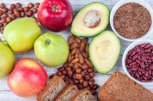 C-vitamiini, antioksüdante ja oomega-3-rasvhappeid sisaldavad toiduained toetavad kollageeni tootmist.