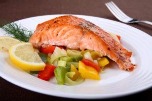 Õhtusöögiks sobib hästi kala, mis sisaldab kergesti seeditavaid valke ja rasvhappeid.