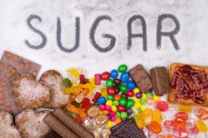 Suhkru liigtarbimine vähendab kollageeni struktuuri elastsust, soodustades kortsude teket.