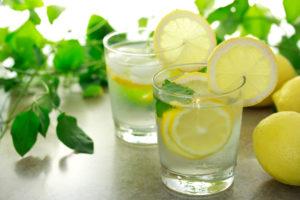 Vett tuleks juua pigem enne või mõni aeg pärast söömist, kuna söömise ajal segab see seedeensüümide tööd.