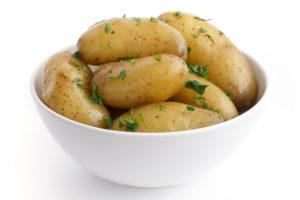 Kartulit koorega küpsetades säilitad suurema osa kartulis sisalduvast C-vitamiinist, samuti leidub koores rohkelt rauda.