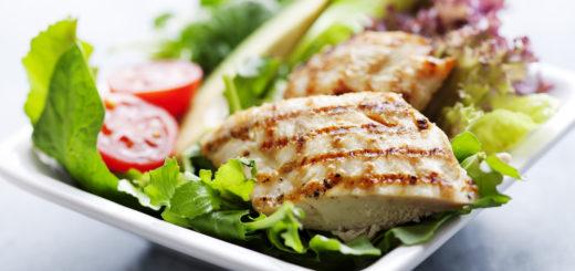 B12-vitamiin imendub paremini koos foolhappega. Kanasalatis on nii B12-vitamiini kui ka foolhapet.