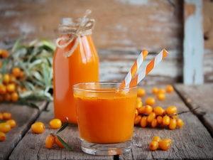 Astelpajumahl sisaldab rohkelt C-vitamiini, mistõttu tasub seda juua külmetuse ja gripi ennetamiseks ning immuunsüsteemi tugevdamiseks.