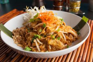 Pad Thai on roog, mis sisaldab kana ja maapähkleid, mis mõlemad on kõrge B3-vitamiini sisaldusega.