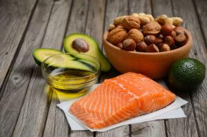Ketogeenne dieet tähendab hoolikalt rasvarikaste toitude valikut, kuna sellest tuleb enamuse energiast ja toitainetest.
