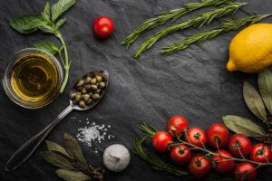 Vahemere dieedis on kasutusel palju maitsetaimi, ürte ja vürtse, mis lubab oluliselt vähendada soolakogust toidus ning maitsestada seda tervislikel viisidel.