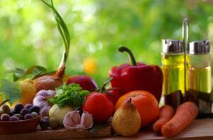 Väga olulisel kohal on Vahemere dieedis puu- ja köögiviljad. Liha süüakse vähem kui meie kliimavöötmes elavale inimesele omane.