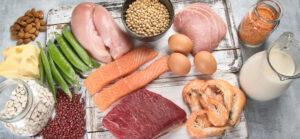 Serotoniini toodetakse trüptofaaniks, mille peamiseks allikaks on valgurikkad toidud